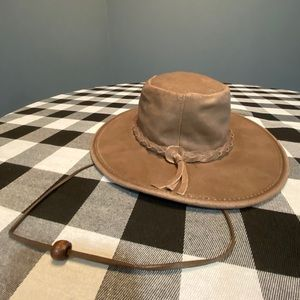 Minnetonka leather fold up hat.